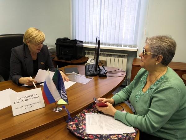 Елена Кузьмичева и Андрей Фомичев провели приём граждан в общественной приемной Партии в Набережных Челнах